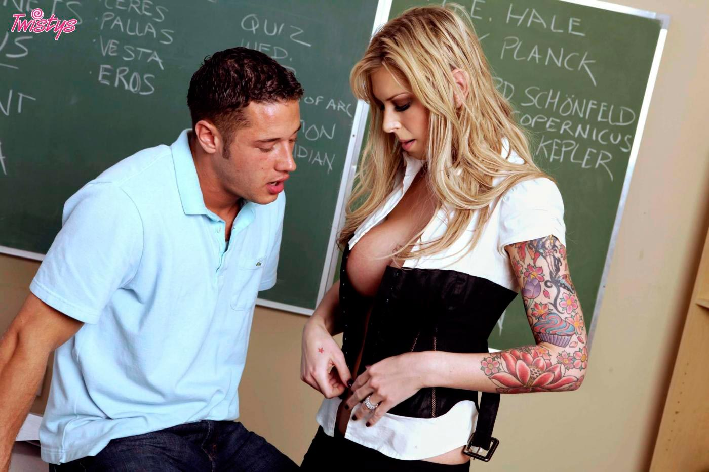 Студентка дала учителю, Студентка дала бывшему учителю смотреть порно 3 фотография