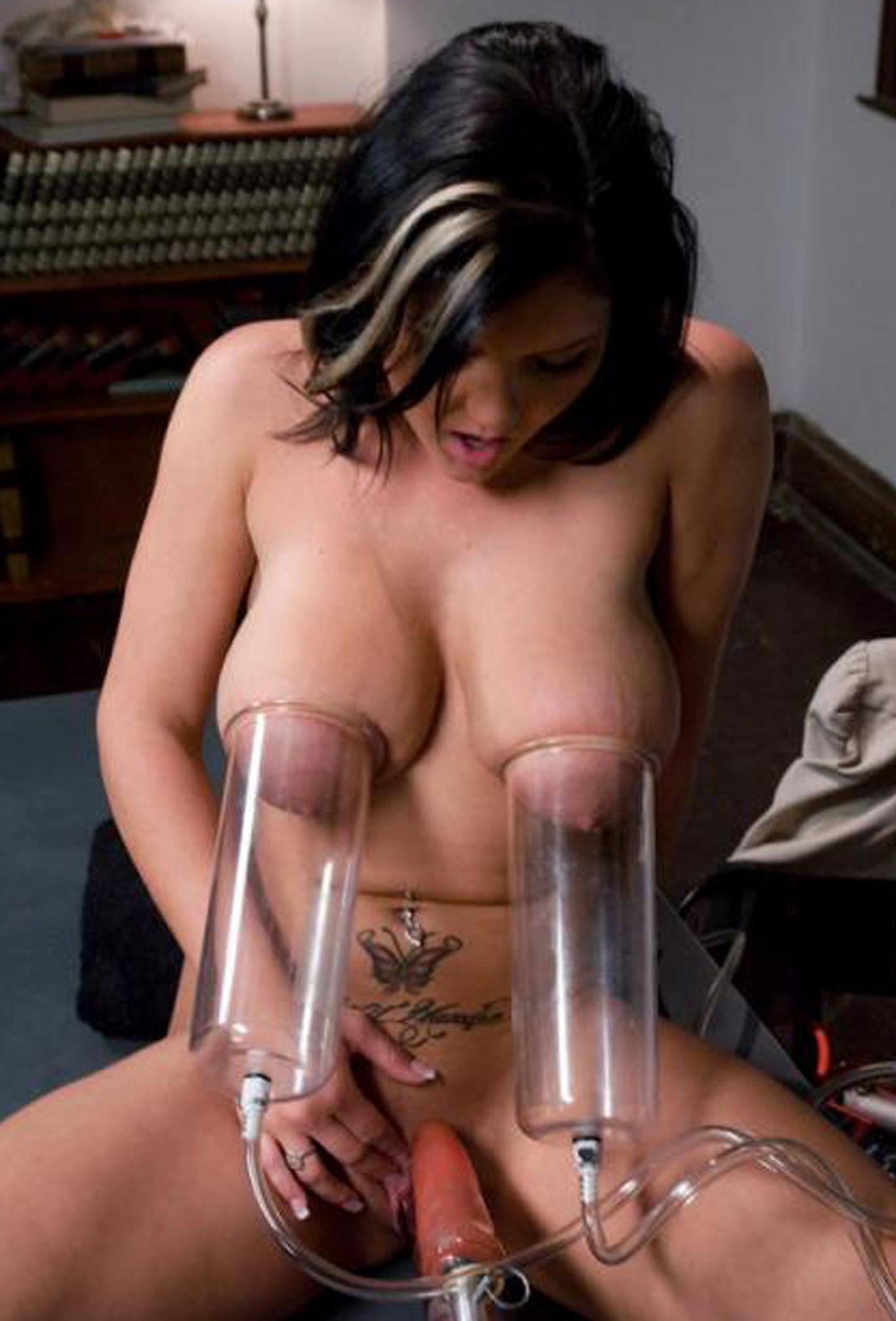 Смотреть порно издевалки над сиськами высасывание молока