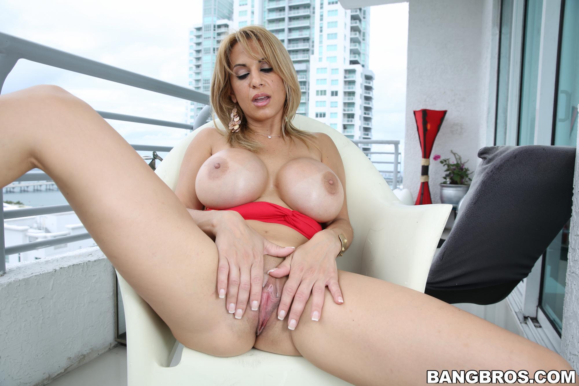 milf-big-tits-foto-porno