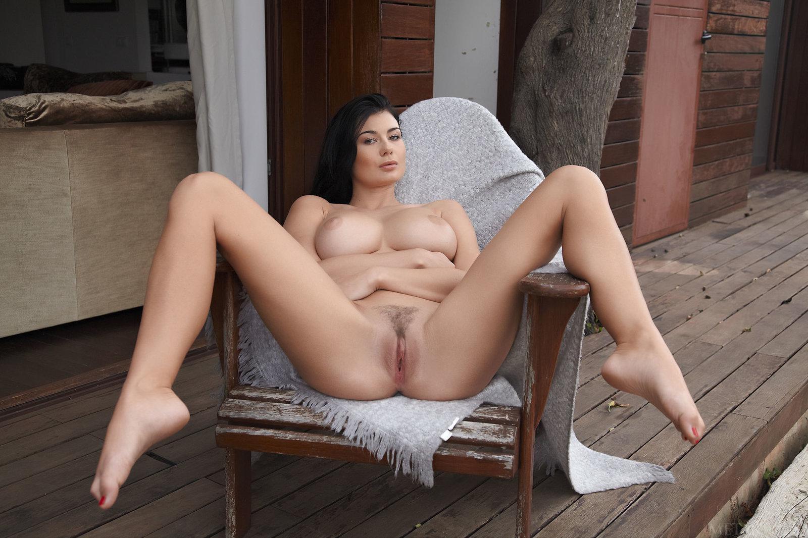 чтобы девки голые широко расставив ноги что вам имеет